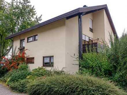 Ein- bis Zweifamilienhaus in exponierter Lage mit schönem Ausblick und zus. Ausbaupotential