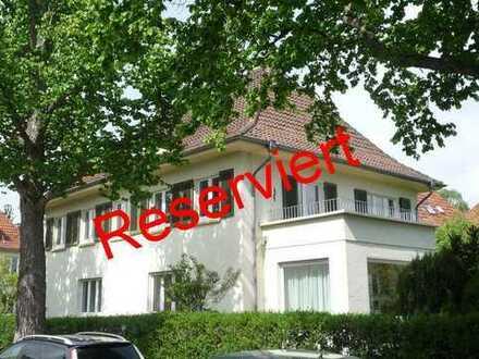 Klassisch: Großzügige 4-Zi.-Wohnung im Malerviertel