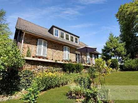 Idyllisches Zweifamilienhaus mit großem Grundstück im Landschaftsschutzgebiet