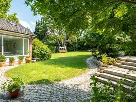 Kassel-Bad Wilhelmshöhe...Exklusive Bungalow mit luxuriöser Ausstattung und parkähnlichem Garten