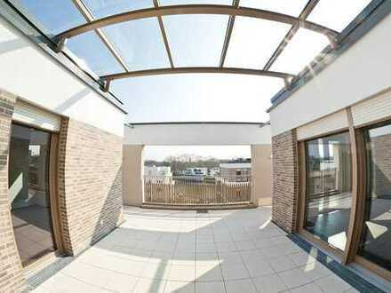 LU: Luxuriöse Penthouse-Wohnung mit großer Dachterrasse und Wasserblick