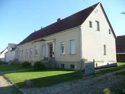 Großes Bauernhaus im Dorf bei Gardelegen