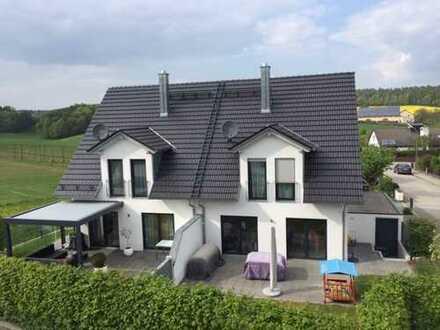 Moderne, gepflegte DHH mit fünf Zimmern in Pfaffenhofen an der Ilm
