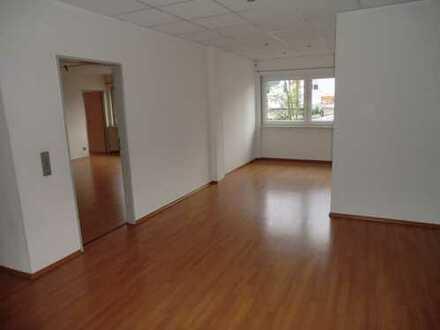 Büro (Praxis) oder Privaträume im Zentrum von Waldmohr zu verkaufen!