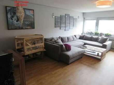 Heinz Lange Immobilien: Große Wohnung mit Balkon / Garage im Zentrum