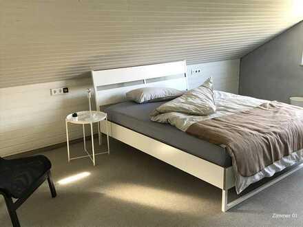 Großes helles möbliertes Zimmer (22qm2) in entspannter 3er WG zu vermieten