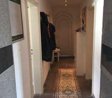 schönes Zimmer in 3er WG zu vermieten