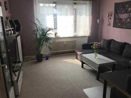 Großzügige 2 Zimmer - Wohnung - mit Einbauküche