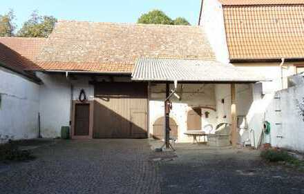 (1240) Historischer Vierseitenhof im OT Flörsheim