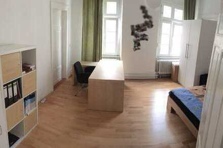 furnished, bright 16m2-room in a nice 96m2 shared student´s flat in the old town