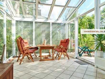 IMMOBERLIN: Wunderbare Lage! Feines Anwesen mit Einfamilienhaus, Gartenidylle und mehr...