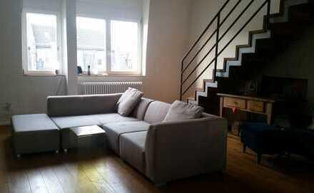 Stilvolle, sanierte 4-Zimmer-Maisonette-Wohnung mit Dachterasse und Einbauküche in Frankfurt am Main