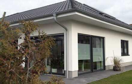 Erstbezug: moderne, ebenerdige und barrierefreie Doppelhaushälfte mit kleinem Garten in Messingen