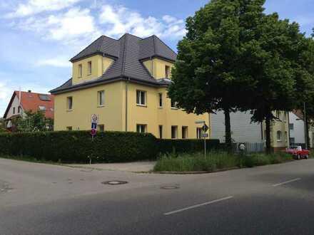 Schön geschnittene EG-Wohnung mit vier Zimmern in Augsburg