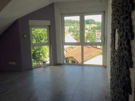Gepflegte 2-Zimmer-DG-Wohnung mit Balkon und EBK in Schriesheim - Altenbach