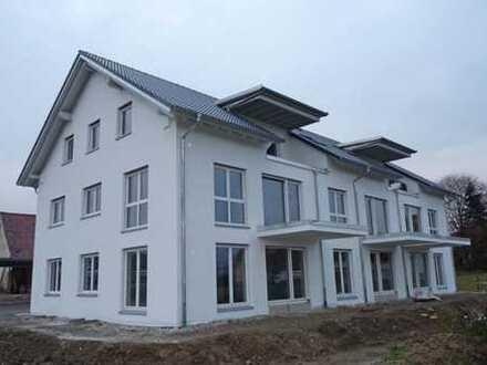 STADTNAHES LANDLEBEN! Komfortable Neubau 3-Zi.Wohnung mit Süd-Balkon