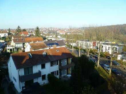 Alleinbezug: Schöne 2-Zi-Senioren-Whg. m. Balkon, Garage, Aufzug, Hausmstr.