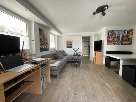 Vollständig renovierte 2-Zimmer-Wohnung mit gehobener Innenausstattung in Ahorn