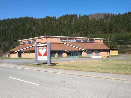 Produktions- und Lagerhalle mit Büroflächen direkt an der B85