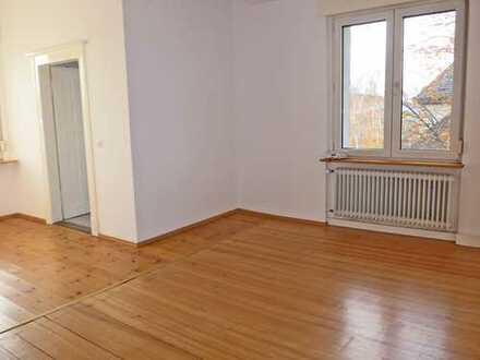 6027 - Gemütliche und charmante Altbauwohnung mit Balkon in Durlach!