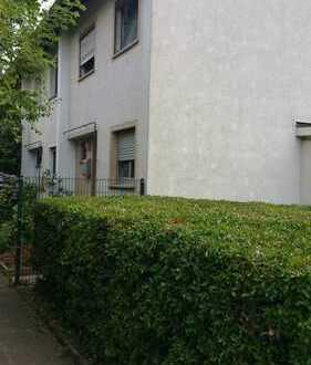 Schönes Reiheneckhaus WFl. ca.80m², mit Ausgebauten Keller 45m²+DG ca.15-20m² in Frankfurt am Main