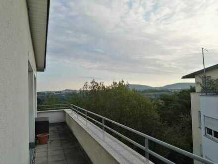 Helle und geräumige Penthouse Wohnung mit großer Terrasse und 2 TG Stellplätzen