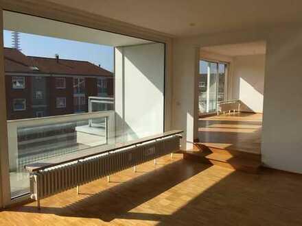 Sonnige Maisonette mit 2 Dachbalkonen, Parkett, offenem Kamin und TG-Stellplatz!