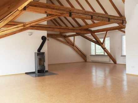 Stilvolle 5-Zimmer-Wohnung mit Balkon und Einbauküche in Eppstein