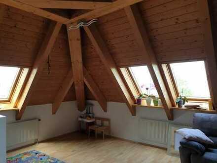 Stilvolle, geräumige und gepflegte 4-Zimmer-Maisonette-Wohnung mit Balkon in Augsburg