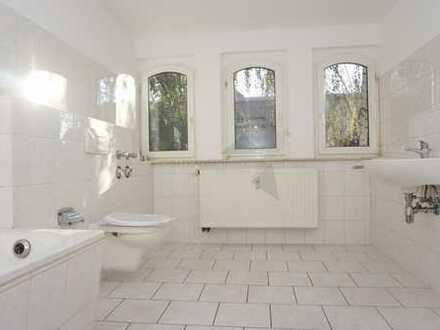 Geräumige 4-Raum-Dachgeschoss-Wohnung mit Pkw-Stellplatz