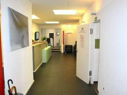Zentral gelegene Büro- und Praxisflächen mit Schaufenster