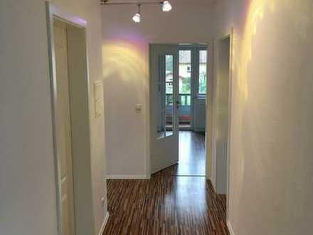 Vollständig renovierte 5-Raum-Wohnung mit Balkon und Einbauküche in Schöllkrippen