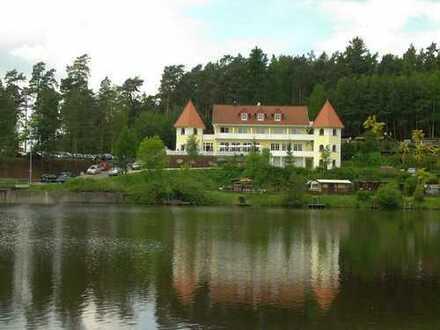 Schöne 65 m2 DG-Wohnung mit gr. Balkon (auf Wunsch voll- oder teilmöbliert) in der Residenz am See