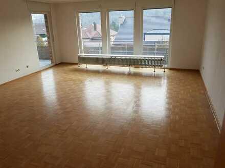 5 Zimmer-Wohnung in einem Zweifamilienhaus in 97204 Höchberg (Hexenbruch) zu vermieten