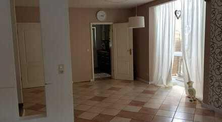 Schöne Doppelhaushälfte mit fünf Zimmern in Alzey-Worms (Kreis), Wallertheim