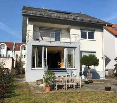 Dieses Haus bietet viele Möglichkeiten! Einladendes 1-, 2,- oder 3-Familienhaus in Sandhausen