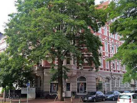 Helle 3 Zi.-Altbauwohnung mit zwei Balkonen in bevorzugter Wohnlage in der Oststadt