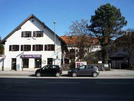Gut geschnittene 2-Zimmer-Wohnung im Dachgeschoß eines Mehrfamilienhauses