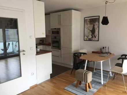 Geschmackvolle Wohnung mit zwei Räumen und Einbauküche in Dachau