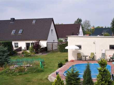 Gepflegtes Einfamilienhaus + Einliegerwohnung mit großem Grundstück und Pool bei Schwerin