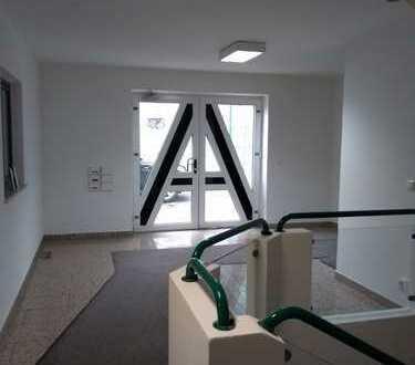 Bürogebäude (evtl. mit Hallenteil)