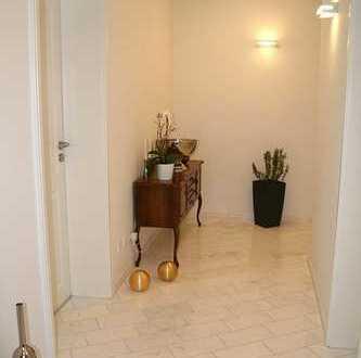 Exkl. ausgestattete helle 3 Zimmer Wohnung
