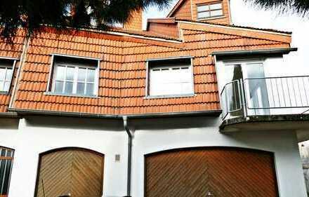 Haus (DHH) mit Hof und Garten zum Wohnen oder zum Wohnen mit Büro/Praxis/Kanzlei/Atelier etc.