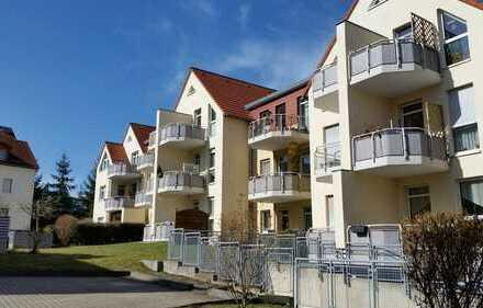Ansprechende 3-Zi.-Wohnung im Dachgeschoss mit Balkon u. Tiefgaragenstellplatz! Ruhige, grüne Lage