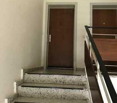 Exklusive, vollständig renovierte 2-Zimmer-DG-Wohnung mit Balkon und EBK in Billstedt, Hamburg