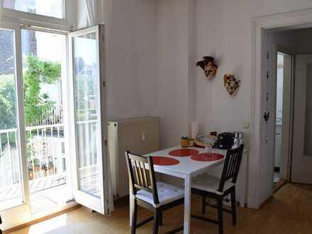 Helle Wohnung mit zwei Zimmern und Balkon in Bonn Altstadt
