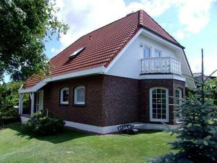 + Maklerhaus Stegemann + repräsentatives Einfamilienhaus in Sehlen auf der Insel Rügen