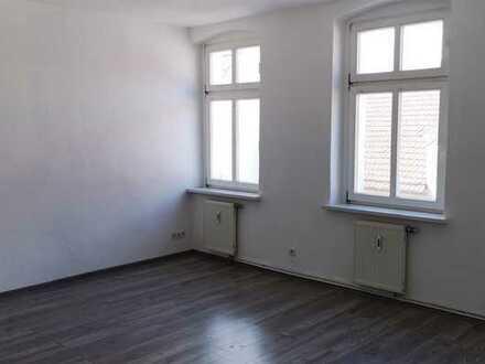Renovierte Altbauwohnung mit Wannenbad in zentraler Stadtlage nahe Bahnhof