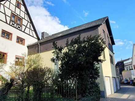 Einfamilienhaus mit Hof, Werkstatt und Garage