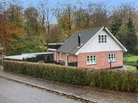 Der Stadtwald als Nachbar und Gemütlichkeit im Haus ist garantiert....
